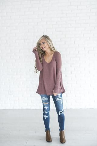 Cute and flowy mauve thermal top. Pairs perfectly with a denim jacket, leather jacket, or some cute comfs ;) Paired here with: loungers // jeans & booties S