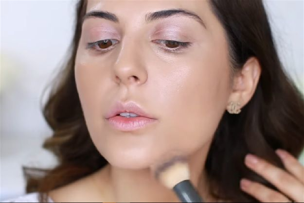Apply Bronzer On Jawline | Easy No Makeup Makeup Tutorial You Need For 2017
