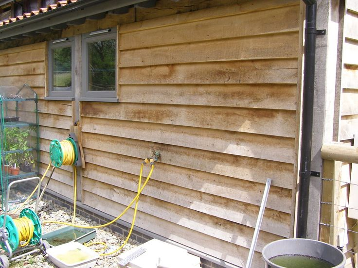 Freshly Sawn Oak cladding in 3 metre lengths   Feather edged   200mm Wide