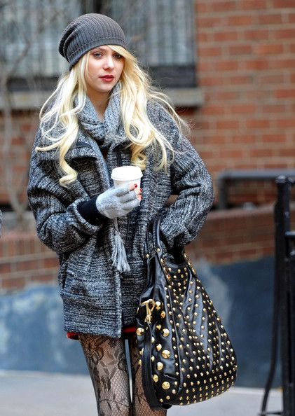 I love Taylor Momsen's #winter outfit here. #fashion #streetstyle