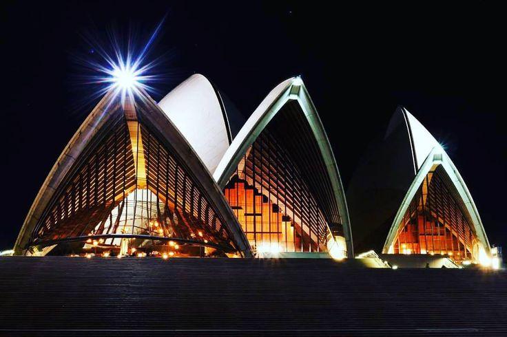 Sydney Opera House night capture.