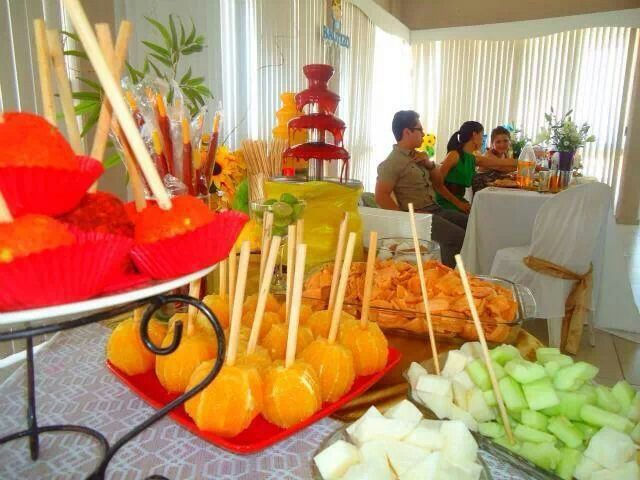 Fruit Bar Ideas con fuente de chamoy | snack company ideas | pinterest | fiestas