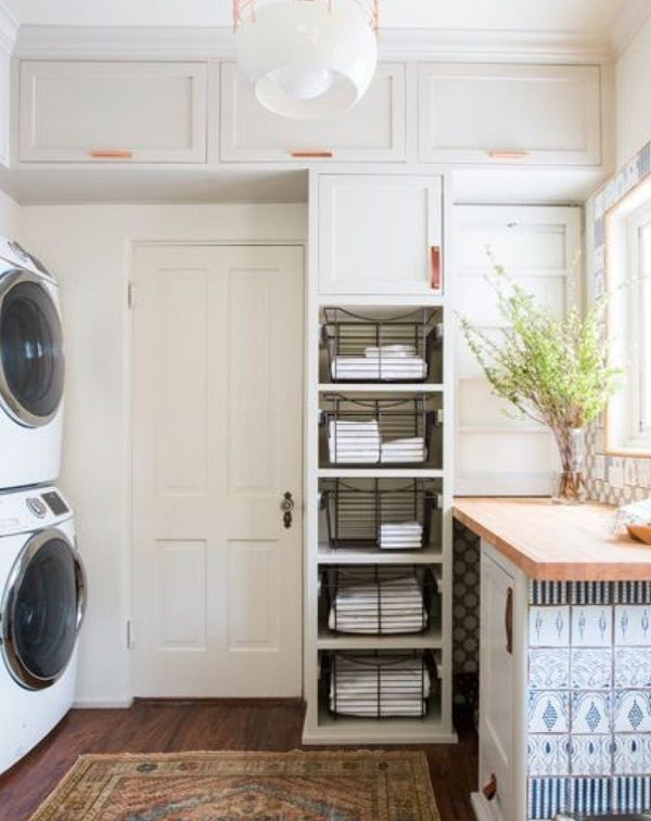 Check out this laundry room decor idea with accent tiles. Love it! #homedecor @istandarddesign