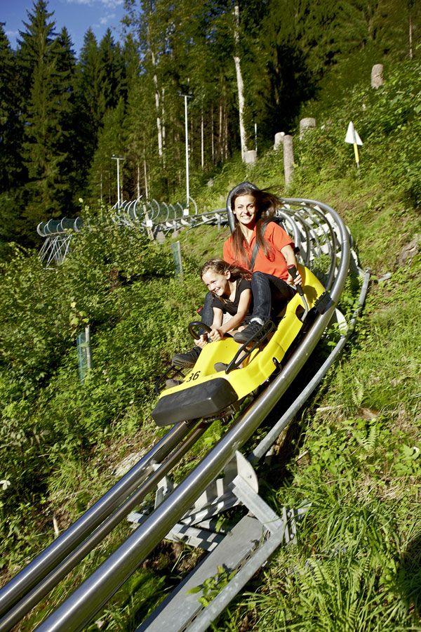 Arena Coaster  ARENA COASTER - die erste Sommerrodelbahn im Zillertal - vielleicht mal einen Nachmittag? Kinder ab 4 Jahren dürfen in Begleitung eines Erwachsenen mitfahren