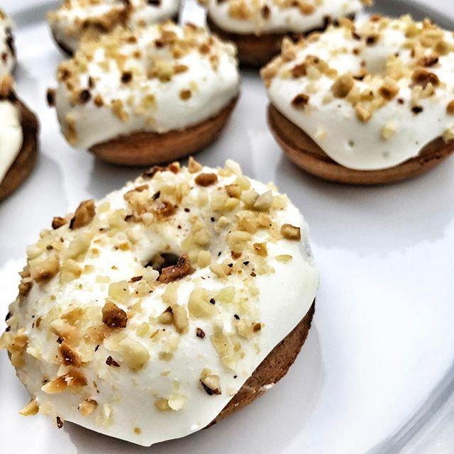 •  #carrot cake Donuts • #frosting#carrotcake#donuts#protein#cake#icing#mini#munkar#donut#