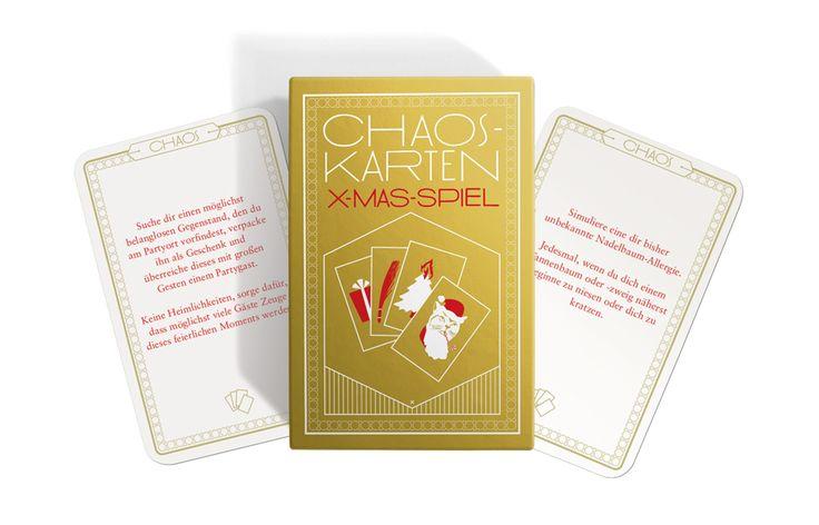 Dieses Jahr wird es besonders frohlockend! Mit den 32 Chaos-Aufgabenkarten bringst du Schwung in jede Familien- oder Firmenweihnachtsfeier.  Die Chaoskarten gibt es nun auch in der Weihnachtsedition!  Das Spiel funktioniert wie gehabt: Teile die Chaoskarten durch die Anzahl der Gäste. Heraus kommt die Menge der Karten, die jedem Gast zugeteilt werden. Händige die Karten aus und verordne striktes Stillschweigen über deren Inhalt.  Ansonsten gibt es keine Regeln. Der Rest ist Chaos!