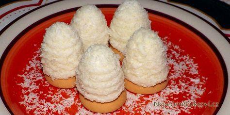Vyzkoušejte vosí hnízda v méně tradiční úpravě. Připravte si bílá kokosová hnízda, která jsou velmi lahodná a jejich chuť si naprosto zamilujete. Recept je snadný, tak se do něj pusťte.