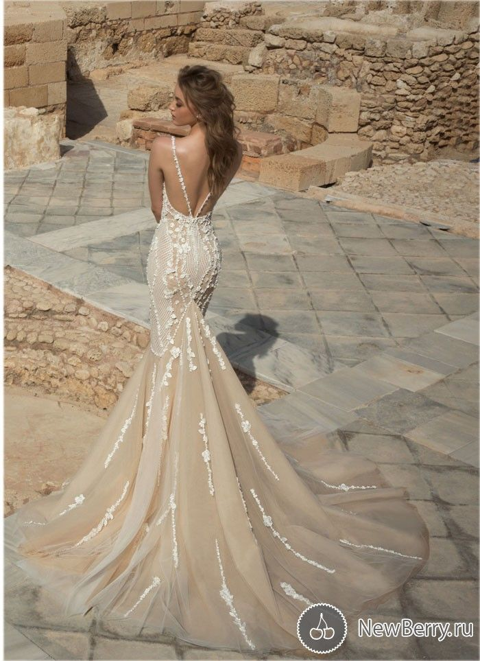 Красивая коллекция свадебных платьев на 2018 год от известного израильского дизайнера Dany Mizrachi. Безумно лёгкие и воздушные ткани, соблазнительные вырезы и кружевной декор, вышивки сверкающими камнями и стразами...