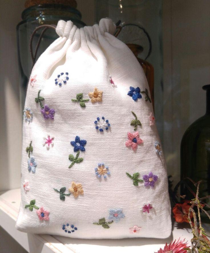 순백의 린넨 위의 작은 꽃들의 향연^^ #송주연의 hello-stitch