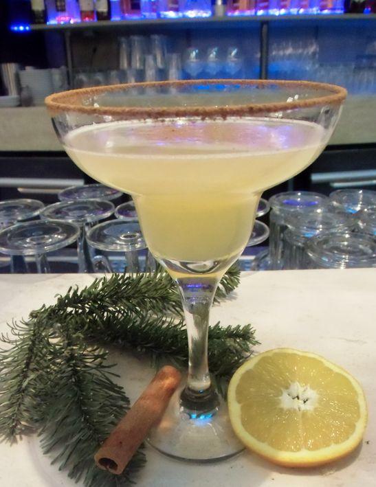 Cinnamon #Margarita - mix Tequila, #limejuice, #cinamon syrup, Galliano and sugar syrup // Zimt Magarita - man nehme #Tequila, Saft von #Limetten, #Zimt sirup, #Galliano und Zuckersirup oder besuch die Atrium Bar im #radissonblu #berlin #cocktails #berlinbar