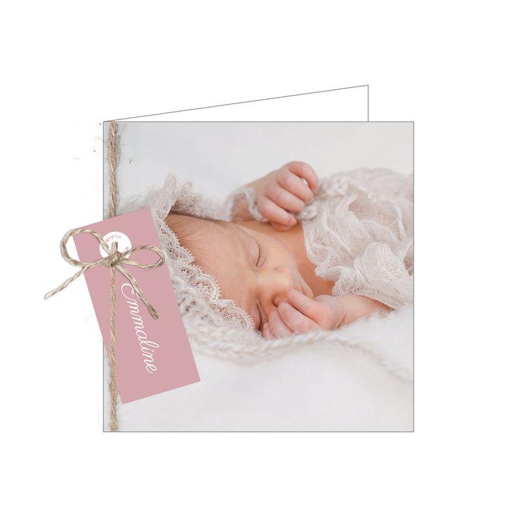 Altijd al een nostalgisch fotokaartje gewild voor jullie zoon/dochter? Dan is dit geboortekaartje met foto zeker een aanrader. Een vintage geboortekaartje met foto. Ga voor onze klassiek structuurpapier met een fijn lijnenstructuur erin verweven en creer hiermee een mooie vintage look!