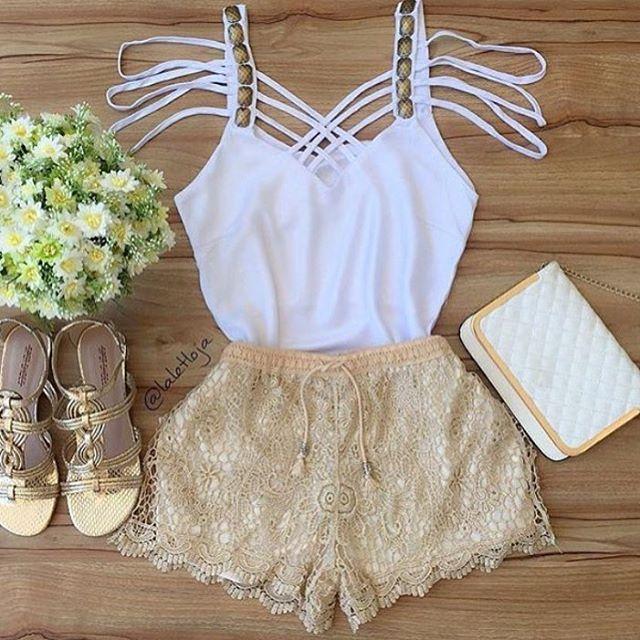 "662 curtidas, 5 comentários - • SANTA ♔ TENDÊNCIA • (@santatendencia_) no Instagram: ""• TENDÊNCIA • Blusa de tiras bordada + Shorts de renda  #tendência #look #lookinspiracao #moda…"""