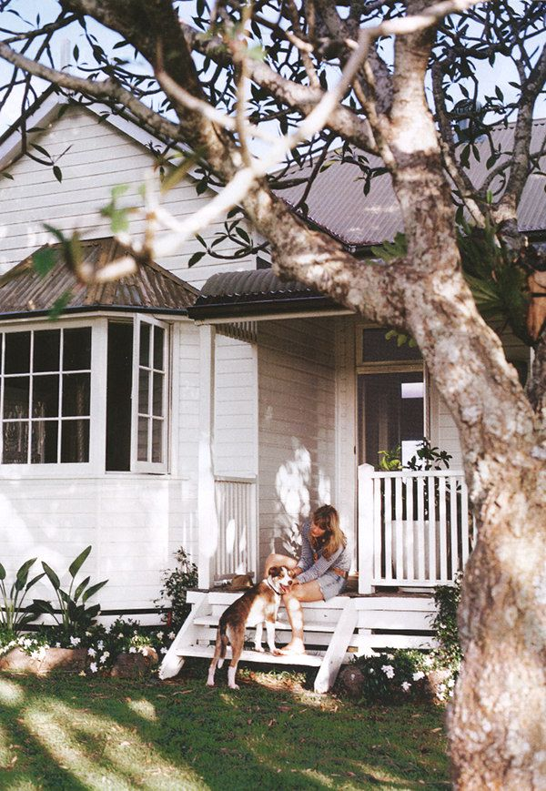 Weatherboard Victorian Villa - Byron Bay.... I want a little white porch!