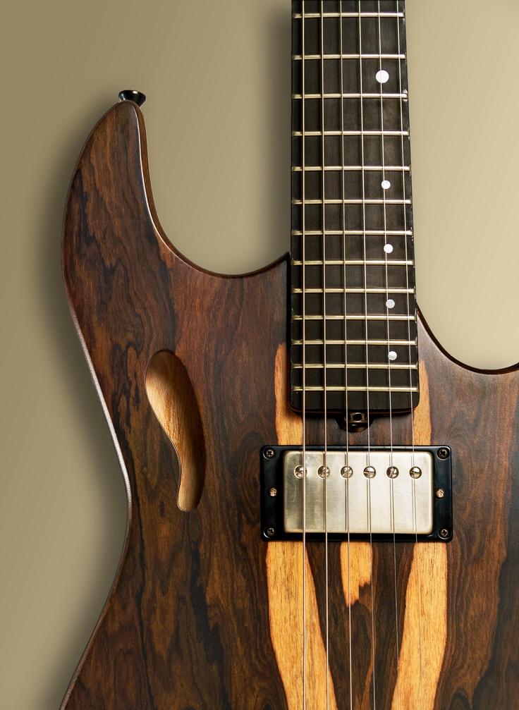 Ora disponibile on-line www.roanguitars.com chitarre e bassi elettrici di liuteria!! Condividete con i vostri amici appassionati della musica!