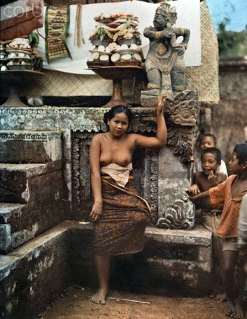 http://www.balimediainfo.com/2013/10/old-bali-photography-first-color-photos.html