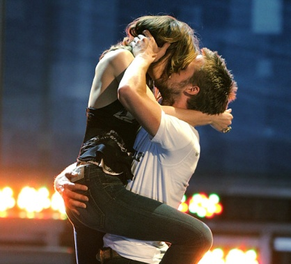 Won MTV award for best kiss in 2005...I think it's best kiss of all time.