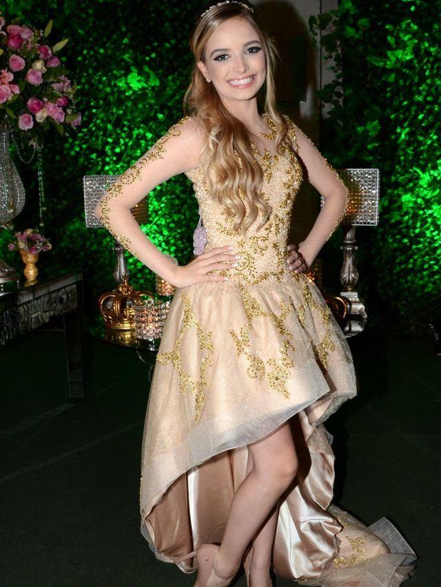 A festa de 15 anos da gi foi um arrasso .o vestido ficou perfeito #ameiiii