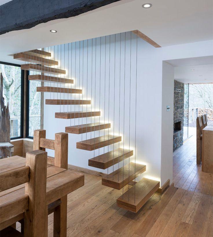 Existem os que amam e os que odeiam as escadas. Para nós, elas são mais uma oportunidade de fazer da sua casa um lugar muito mais interessante e divertido.