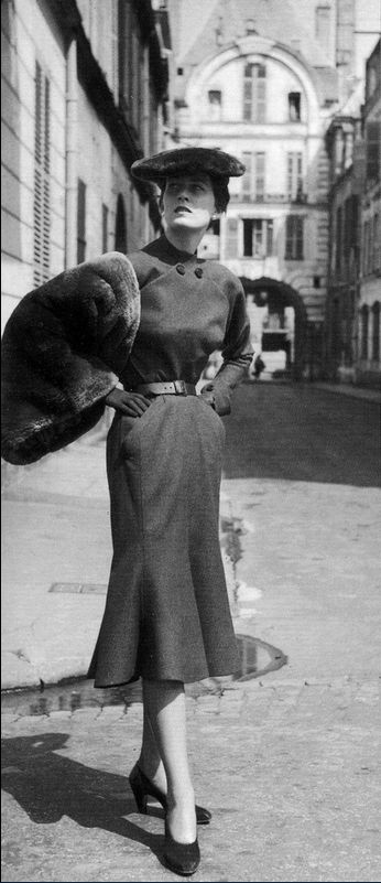 1950 Dior's Oblique ligne from FallWinter collection 1950-51, photo by Willy Maywald, Paris