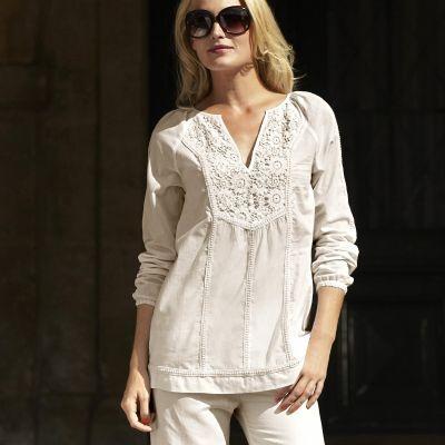 Reduceri la bluze dama, inclusiv masuri mari. O surpriza pentru doamne
