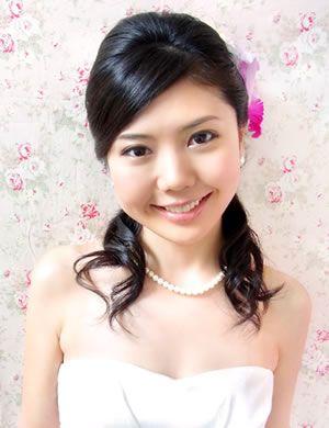 花嫁【ハーフアップスタイル集】結婚式髪型 清楚なお嬢様のイメージを狙うなら、この定番ヘアアレンジスタイル!
