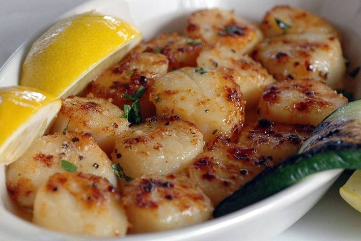 """My husband thinks these scallops are better than any we have found in any restaurant."" Ingredients 1 1/2 pounds bay scallops 1 tablespoon garlic salt 2 tablespoons butter, melted 2 tablespoons lemon juice Directions Turn broiler on. Rinse scallop and place in a shallow baking pan. Sprinkle with…"