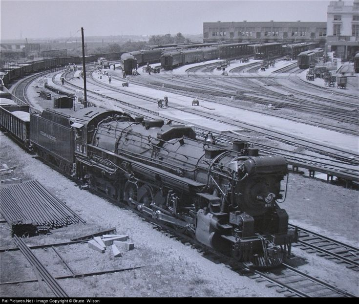Things are relatively quiet at Dallas Union Station as No.601 moves east. Lima delivered 10 locomotives of this wheel arrangement in 1925, and by 1929 a total of 70 were in service. Hence the origin of the name Texas type.