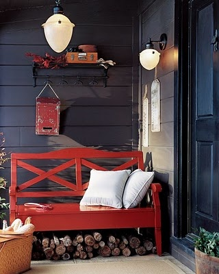 I like the red bench and white pillows,want for my bedroom
