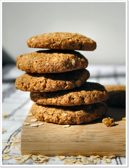 Healthy ANZAC Biscuits - vegan, low GI, low sugar, healthy fats. Recipe at www.mioviva.com.au