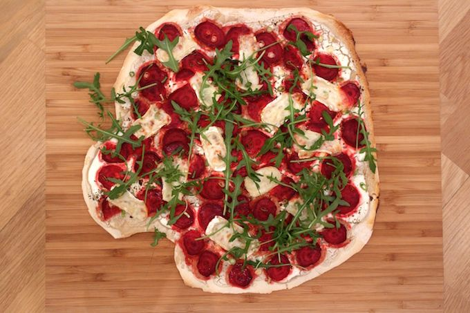 Beetroot Pizza Bianca... and a speed trick for your home-made Pizza - FoodFamily