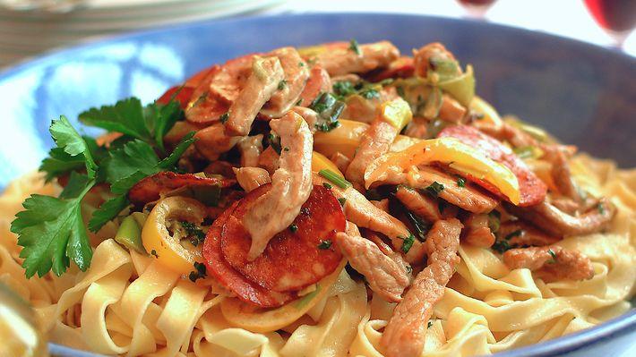 http://www.matprat.no/oppskrifter/kos/kremet-pasta-med-svinestrimler-og-pepperoni/
