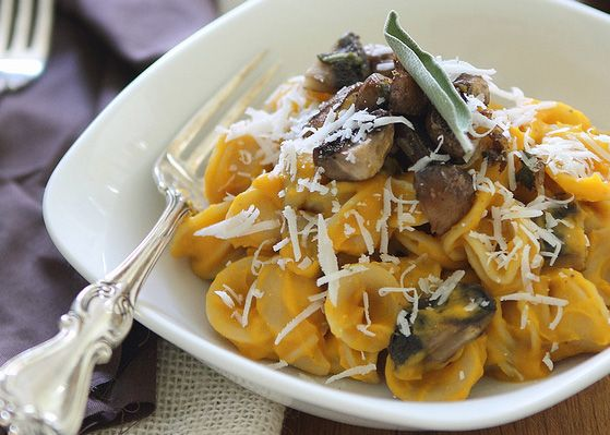 Butternut squash pasta with sage mushrooms meatlessmonday for What to serve with butternut squash ravioli