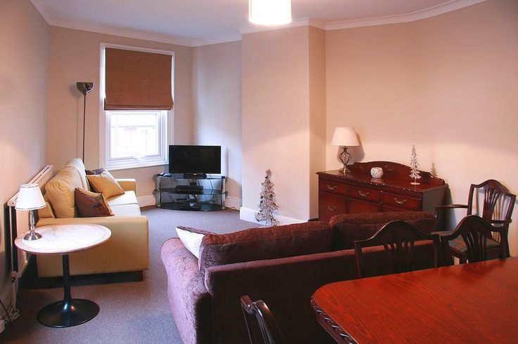 in Lincoln, United Kingdom. Accommodation consists of a recently refurbished self contained flat. The flat sits above our lovely tapas bar on a leafy corner overlooking the open space of Lincolns West Common within easy reach of both the uphill and downhill areas of our City...