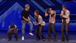 louis tomlinson Harry Styles Larry Stylinson One Direction Zayn Malik liam payne Niall Horan 1D narry up all night tour niam zouis lilo lirry nouis tmh tour shirtless 1d where we are tour wwa tour midnight memories one direction group hug one direction in concert
