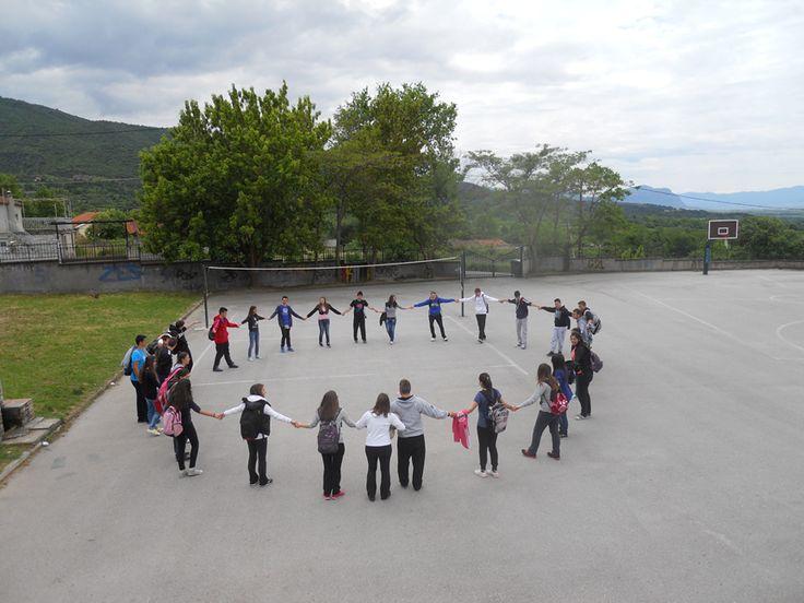 """Γενικό Λύκειο Βελβεντού Η δράση των παιδιών με το σύνθημα """"Μείνε Δυνατός"""""""