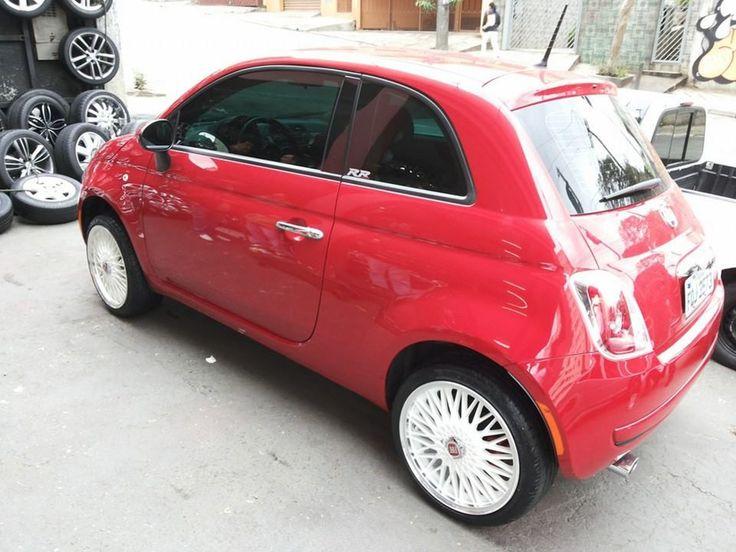 Fiat 500 vermelho com rodas BBS aro 17