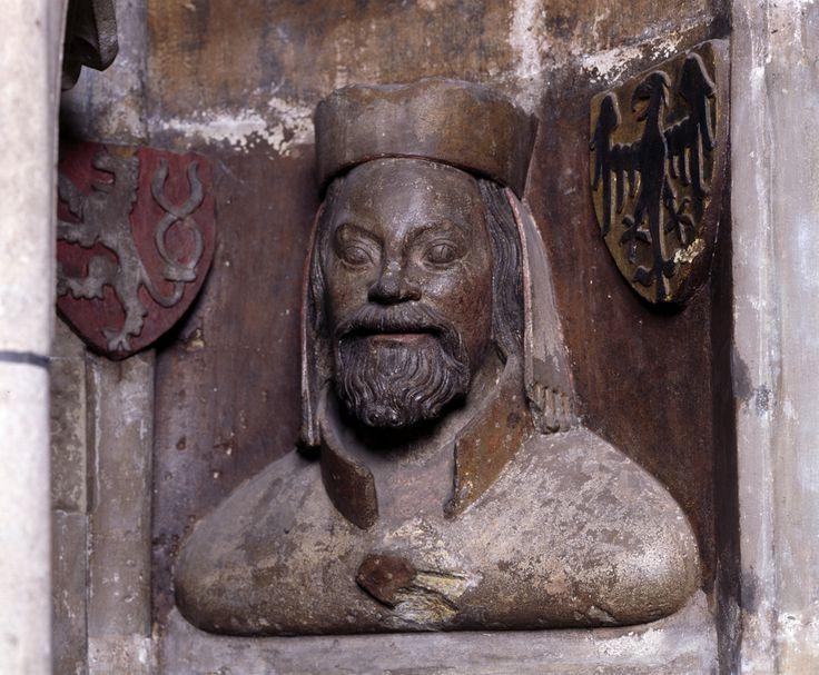 Im Zentrum der für den Prager Veitsdom 1370/80 entstandenen Büstengalerie im Triforium des Prager Veitsdoms stehen Kaiser Karl IV. und seine vier Ehefrauen sowie sein Sohn Wenzel IV. mit seiner aus Bayern stammenden Frau Johanna.