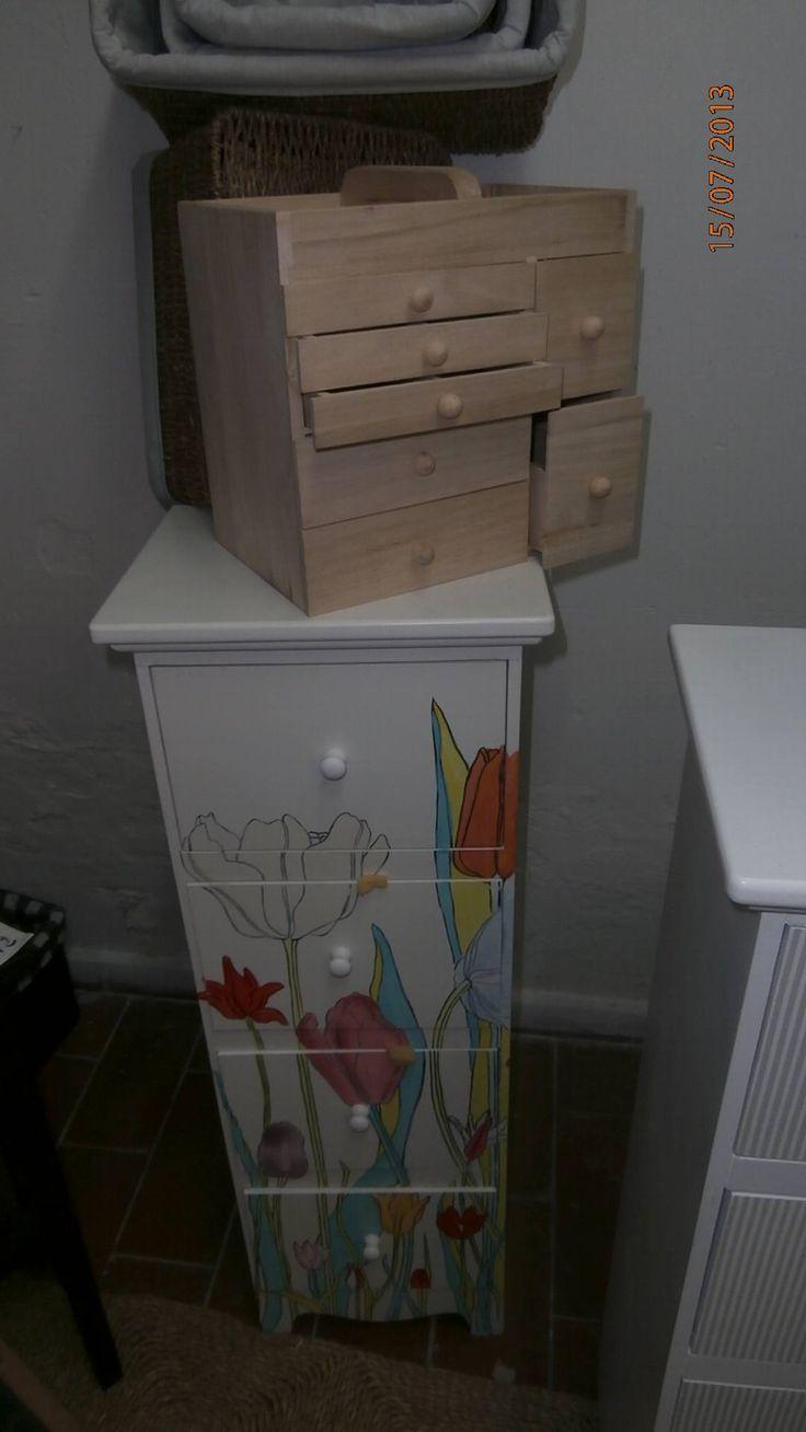 cassettiera a fiori e porta gioielli in legno grezzo