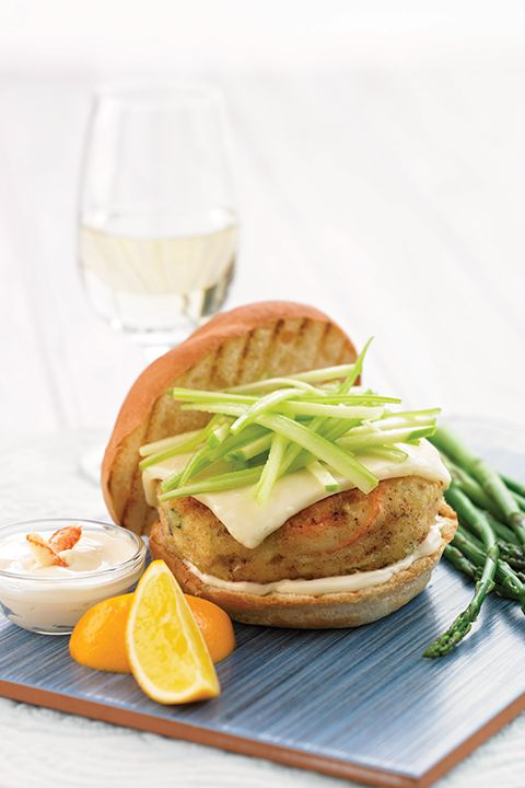 INGREDIENTS BY SAPUTO | This panko crabmeat burger recipe is sure to put smiles all around the table. With its green apple and Armstrong Medium Cheddar cheese topping, it's the perfect summer meal idea!
