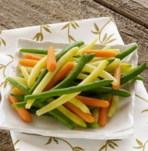 BEAN & CARROT MEDLEY. This is such a great idea! I can't stand carrots and peas mixed together but carrots and beans? Nom nom nom!