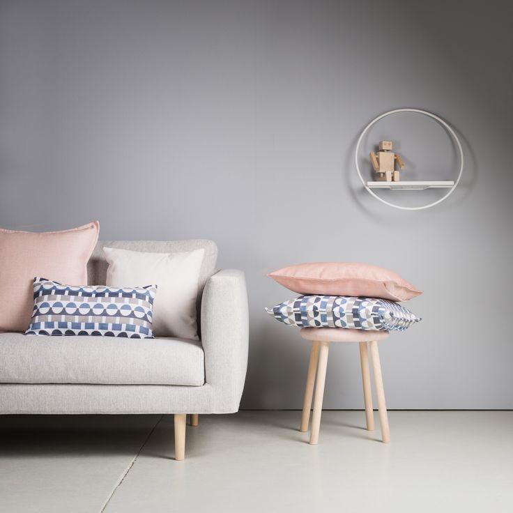Hakola Cosy sofa, Design Annaleena Hämäläinen. Hakola Lempi shelf, Design Anni Pitkäjärvi