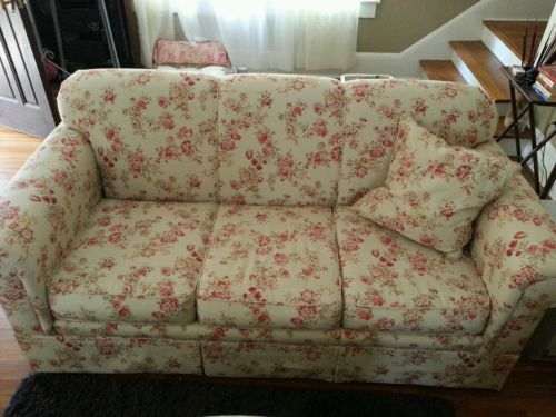 Haverty S Sofa Cream Floral Shabby Cottage Style Shabby