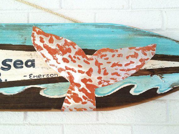 Planche de surf sur régénéré bois plage signe baleine Fluke Turquoise Beach Art Kids chambre bébé pépinière Surf bébé douche plage Cottage Mangoseed