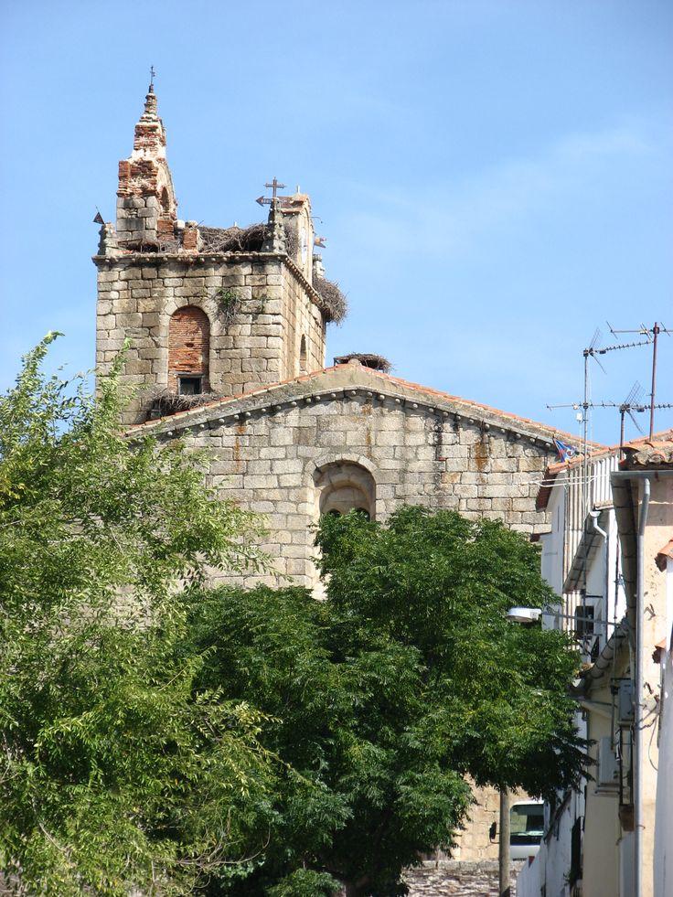 La iglesia principal de Cañaveral está bajo la advocación de Santa Marina. En su interior se encuentra recogido un panel de azulejos de Jan Floris quien introdujo el estilo italo flamenco en la cerámica de Talavera de la Reina.