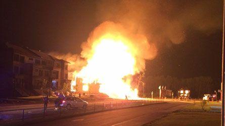 Un immeuble en construction brûle à Mascouche