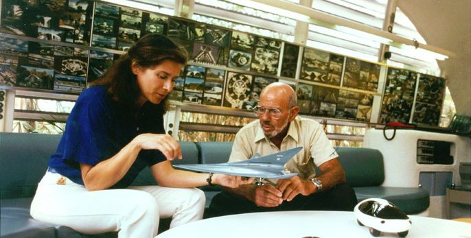 Jacque Fresco at research center - Jacque Fresco - Wikipedia, the free encyclopedia