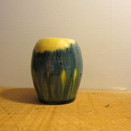 JOVA RANCICH VASE    Marked to the base J RANCICH AUCKLAND NZ    Item is in top condition    unusual height at 70mm