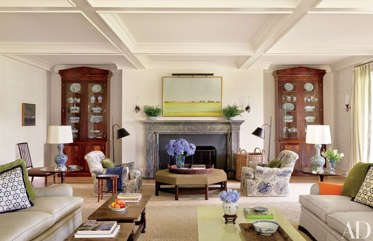 In the living room, 19th-century mahogany bookcases are set in niches.