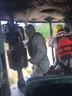 Fuerza Aérea rescata a ciudadanos afectados por inundaciones en Manoguayabo