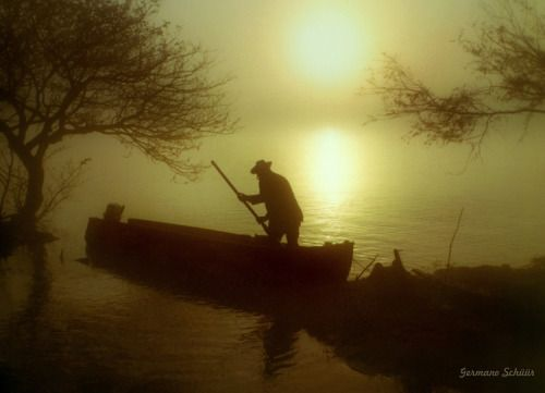 umbanda:  o  Canoeiro canoeiro 0lha o remo da canoa0lha lá...